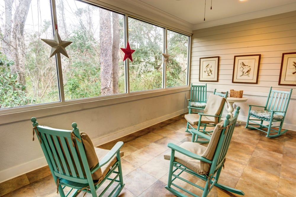 Screened porch and chairs at St. Augustine Plantation in Tallahassee, Florida