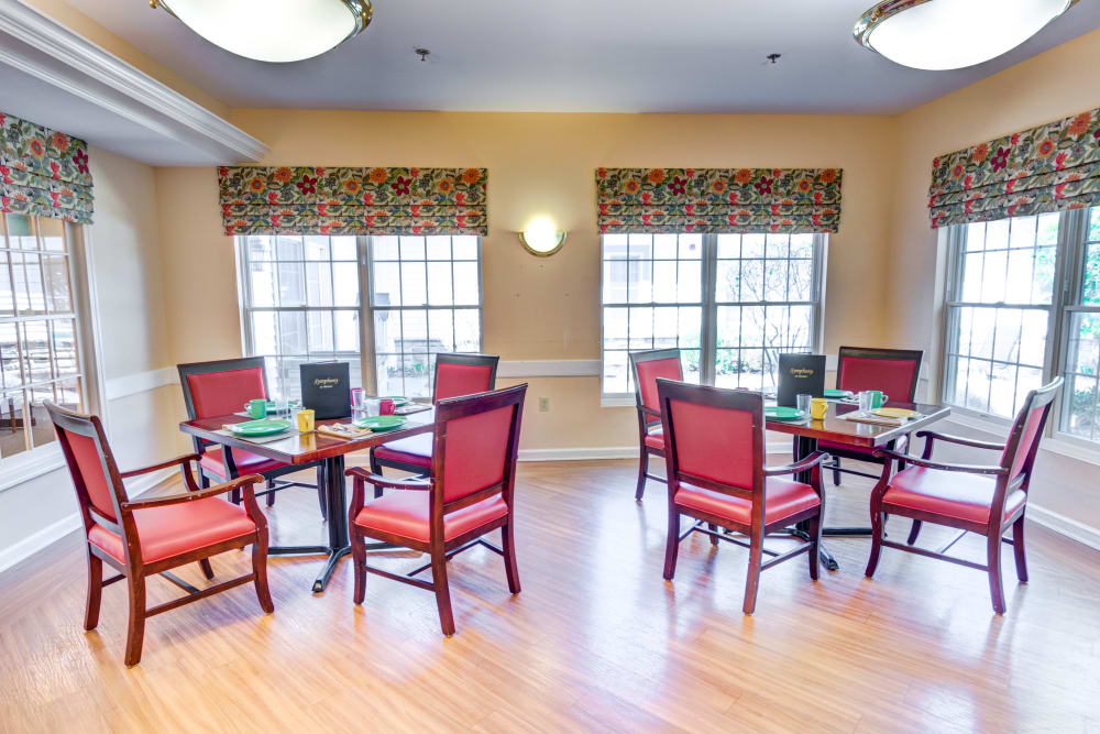 Community dining room at Symphony at Mentor in Mentor, Ohio