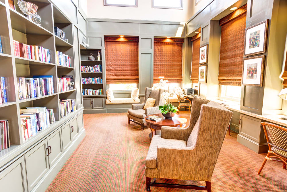 Private library for residents at Symphony at Oaklawn in Louisville, Kentucky