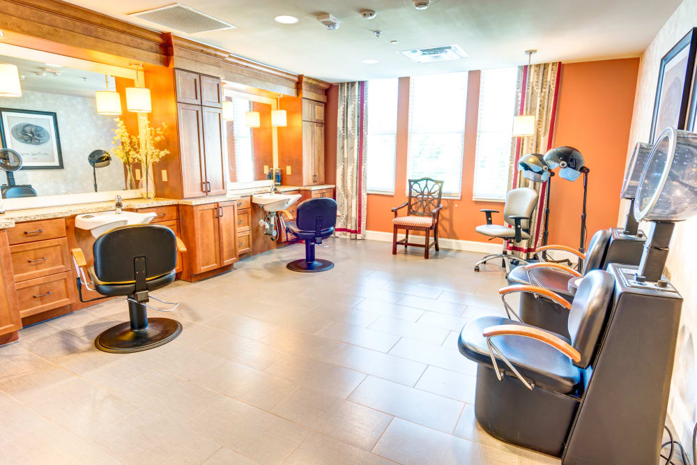 Symphony at Oaklawn offers an onsite hair salon in Louisville, Kentucky