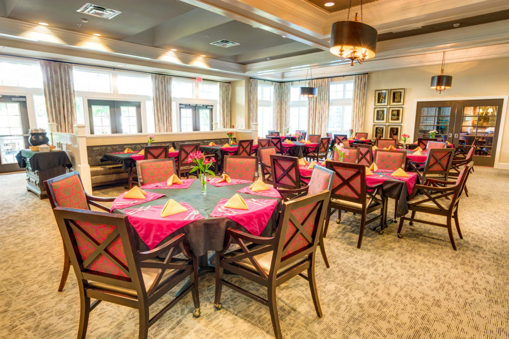 Dining room for Memory Care residents at Symphony at Oaklawn in Louisville, Kentucky