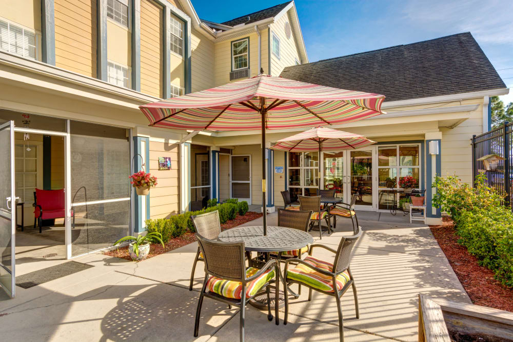 Outdoor seating at The Villas at Sunset Bay in New Port Richey, Florida.
