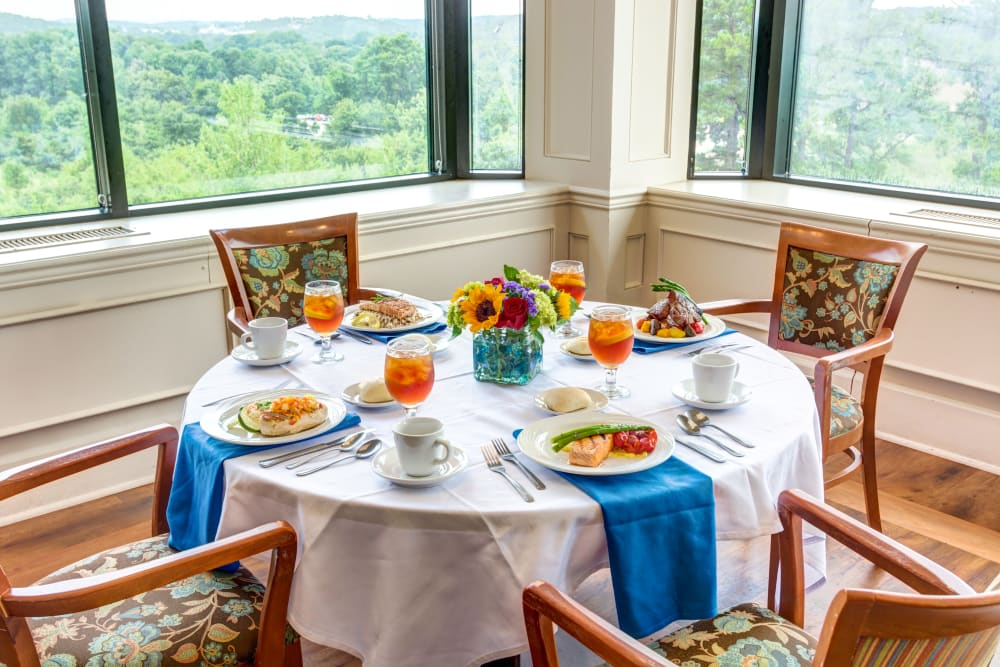 Breakfast table at Woodland Heights in Little Rock, Arkansas