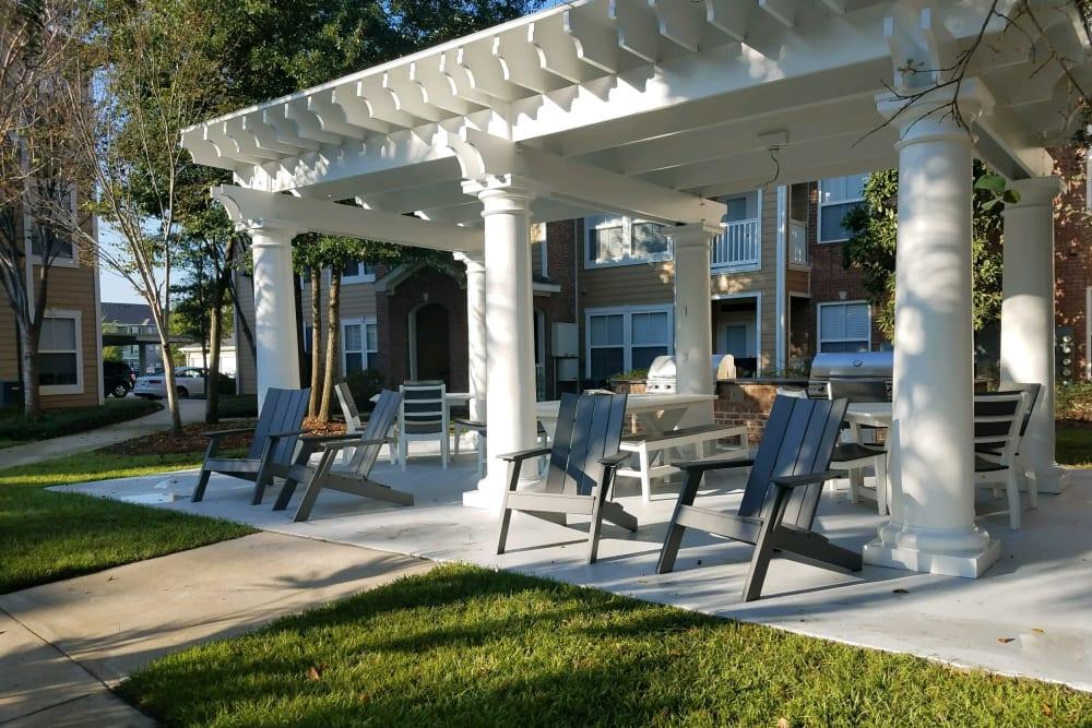 Lawn area at Ingleside Plantation Apartments in North Charleston, South Carolina