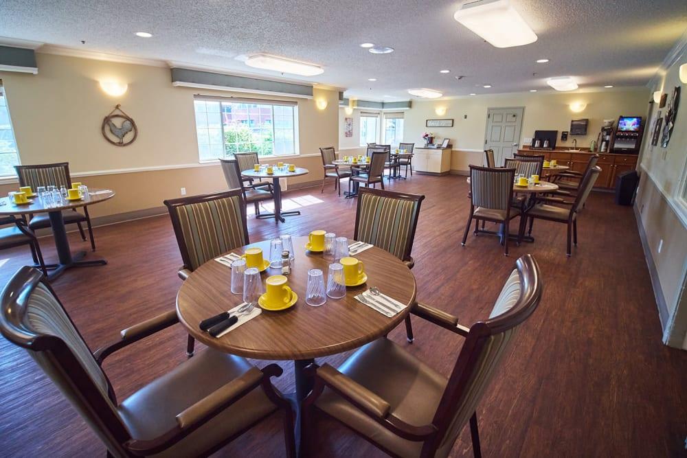 Dining room at Emerald Gardens in Woodburn, Oregon