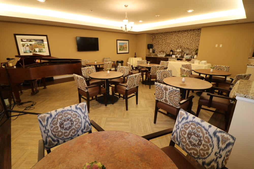 A gathering area of The Harmony Collection at Roanoke - Assisted Living in Roanoke, Virginia