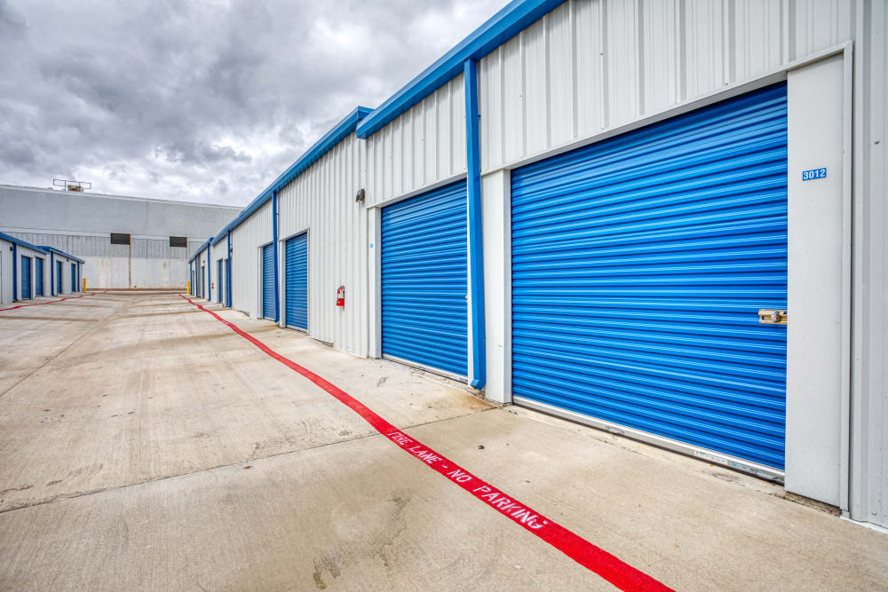 Spacious driveways at Devon Self Storage