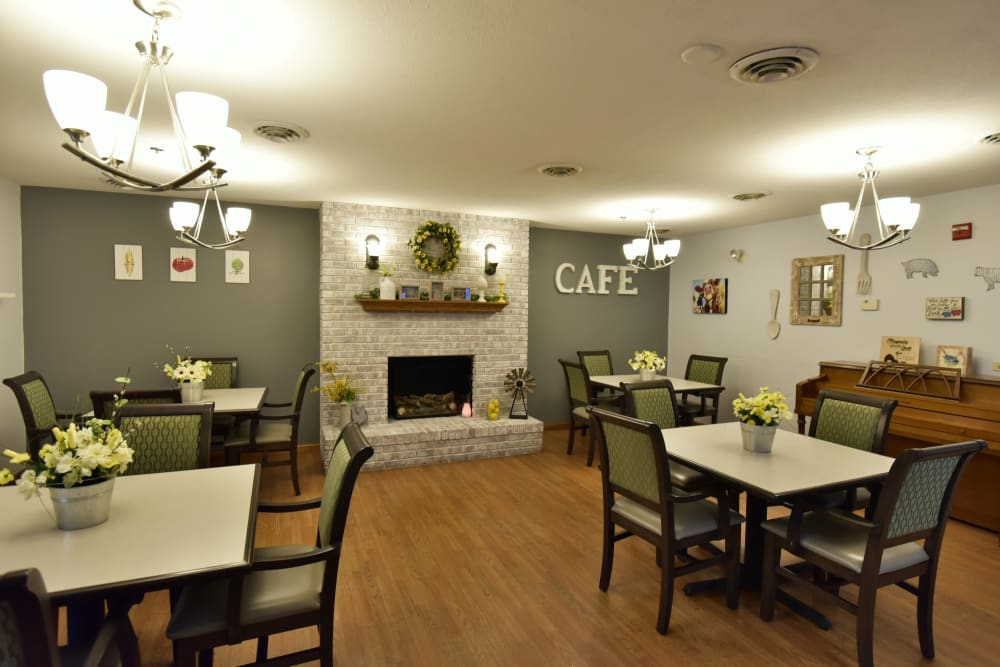 Resident dining room at Reflections at Garden Place in Columbia, Illinois.