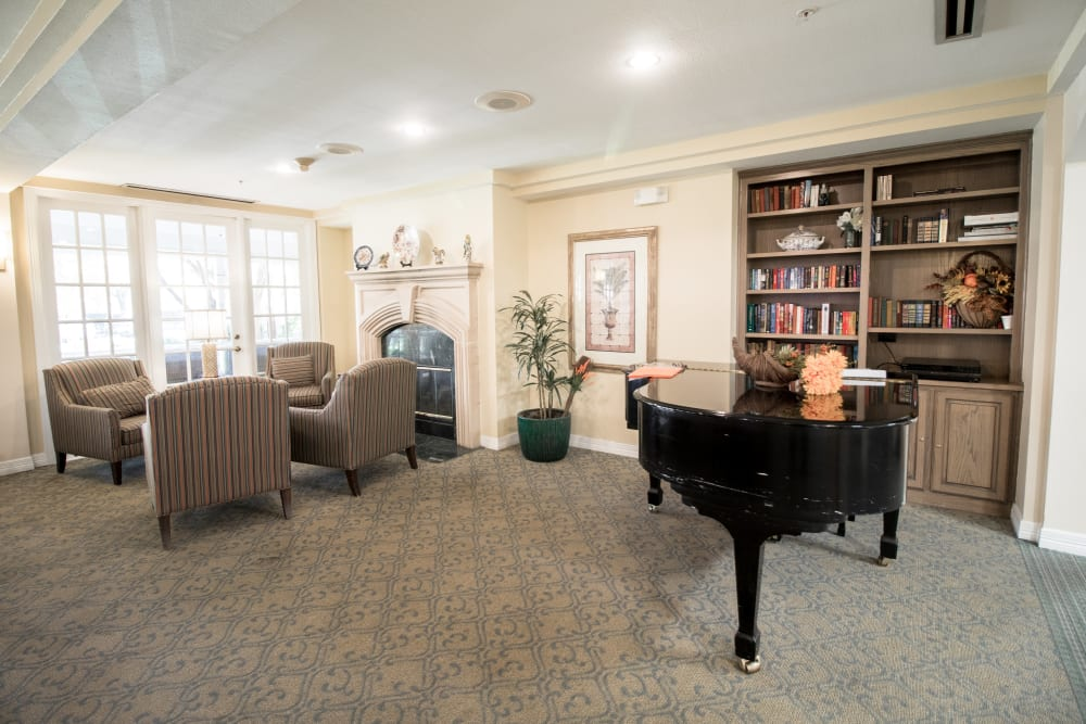 Senior living in Dallas features a lounge
