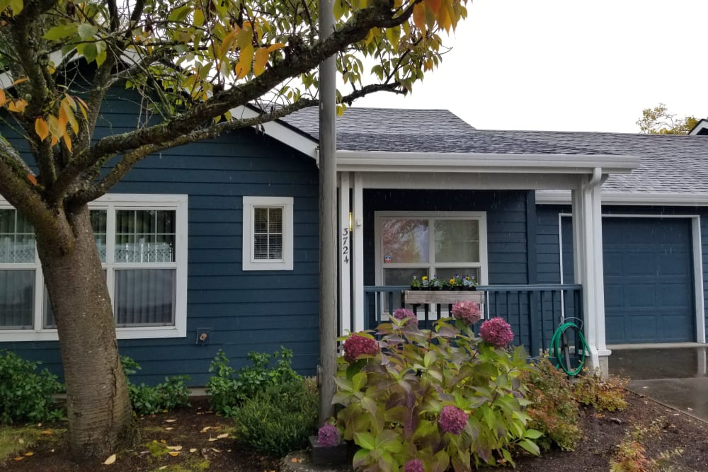 Exterior at Evergreen Senior Living in Eugene, Oregon
