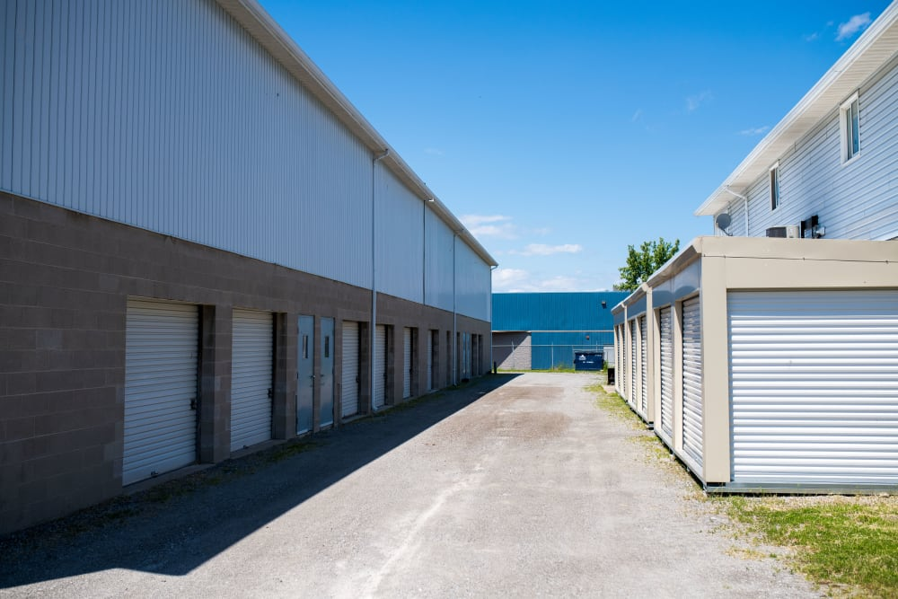 Apple Self Storage - St. Catharines in St. Catharines, Ontario, offers a variety of storage units