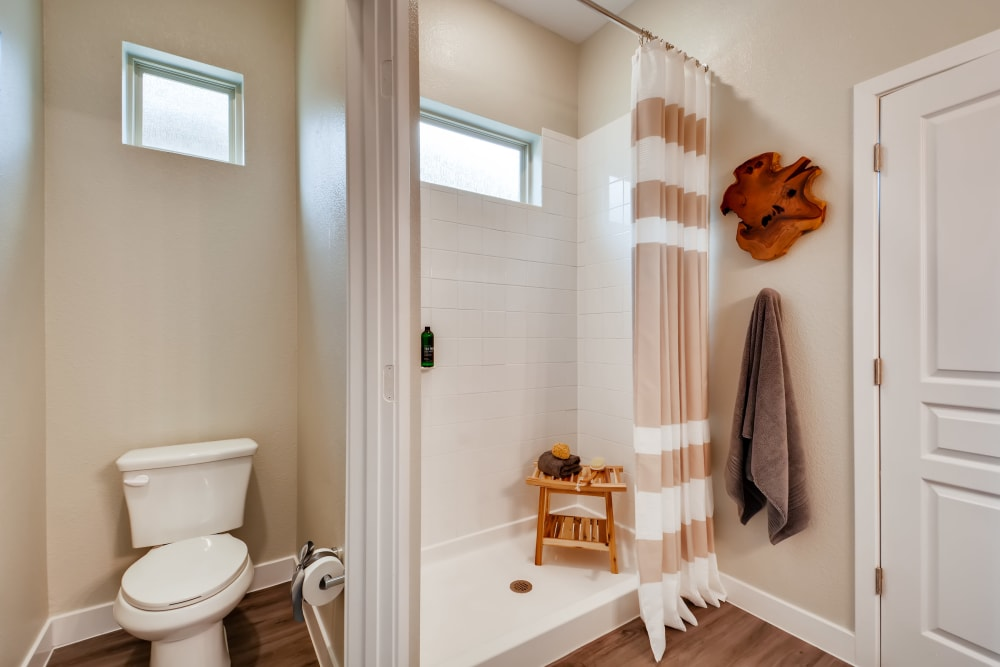 Avilla Heritage offers a Bathroom in Grand Prairie, Texas