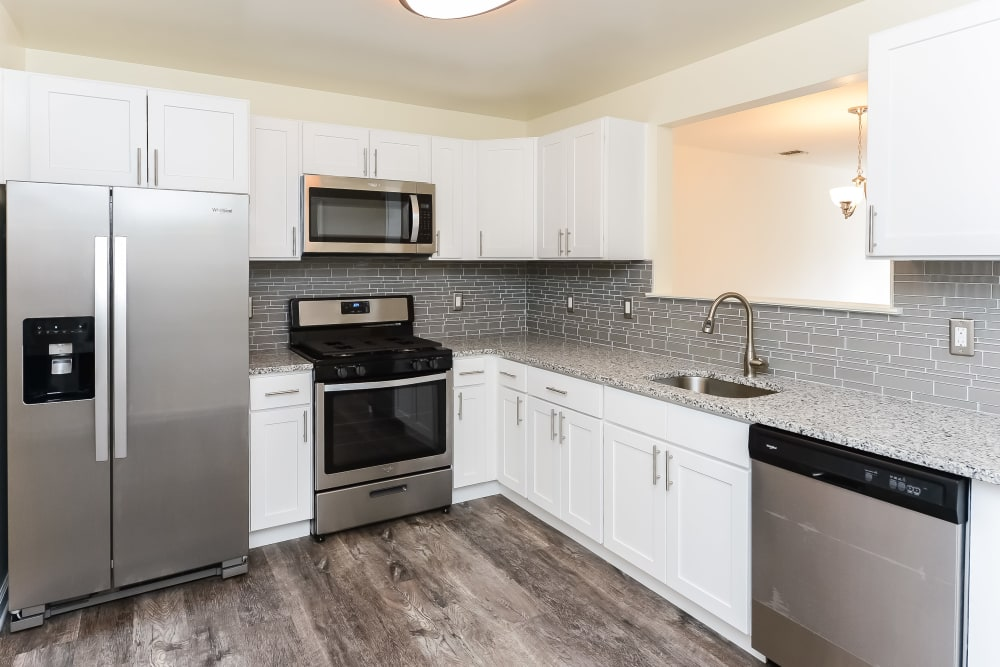 Enjoy Luxury Apartments with Modern Kitchens  at Mews at Annandale Townhomes in Annandale, NJ