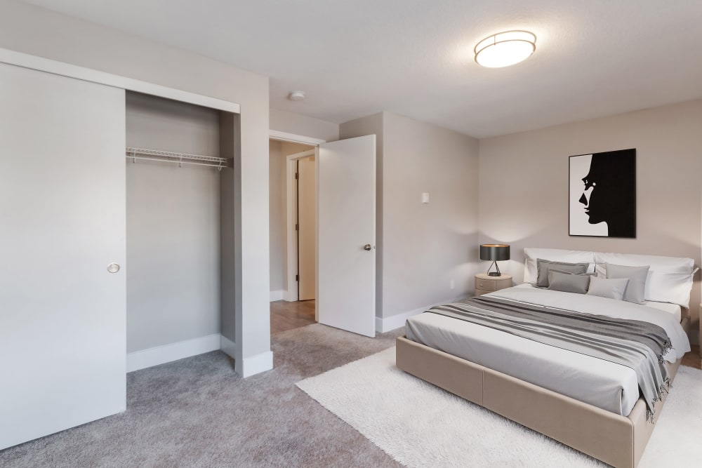 Madison Park Apartments in Vancouver, Washington offers a bedroom