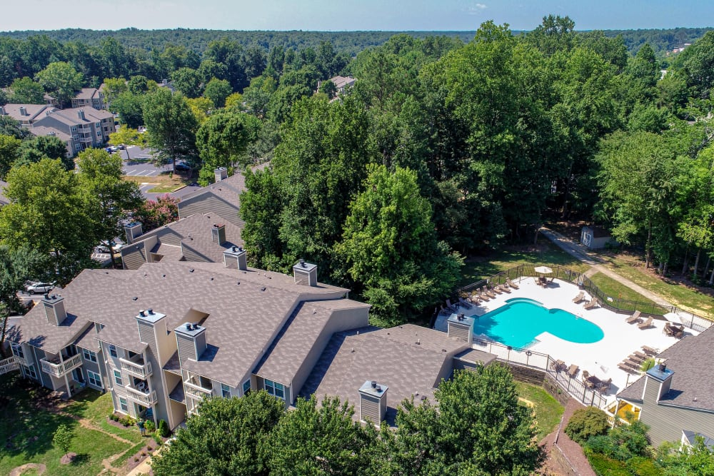 Aerial View of Swimming Pool at Hunter's Chase Apartments in Midlothian, Virginia