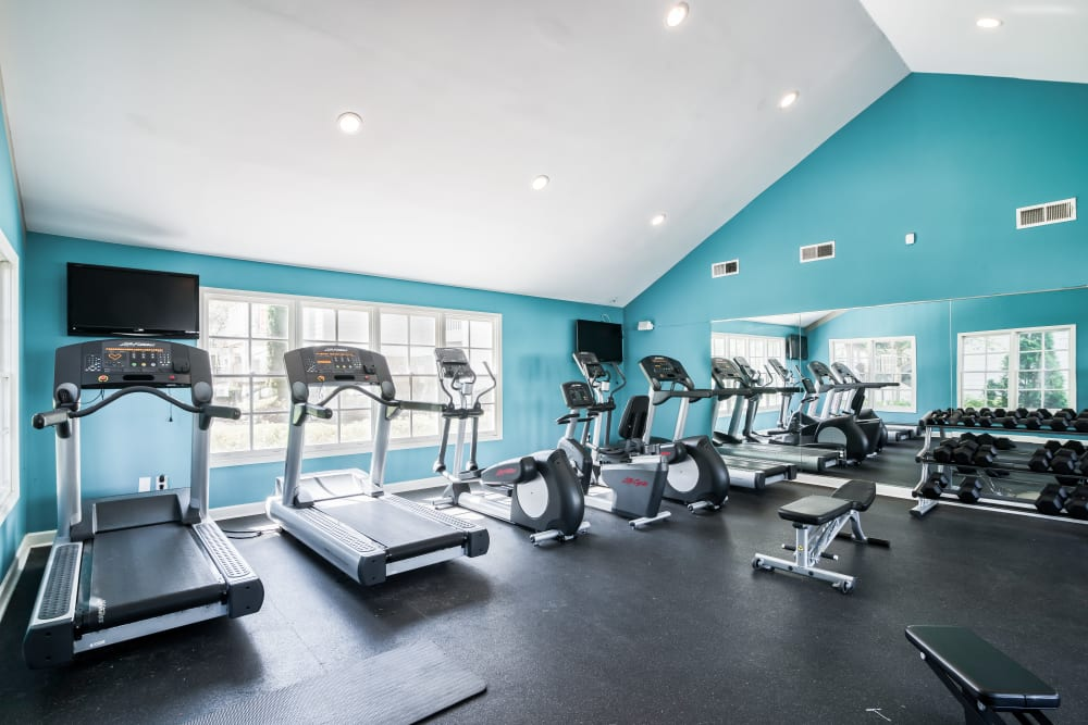 Large fitness center at 865 Bellevue Apartments in Nashville, Tennessee