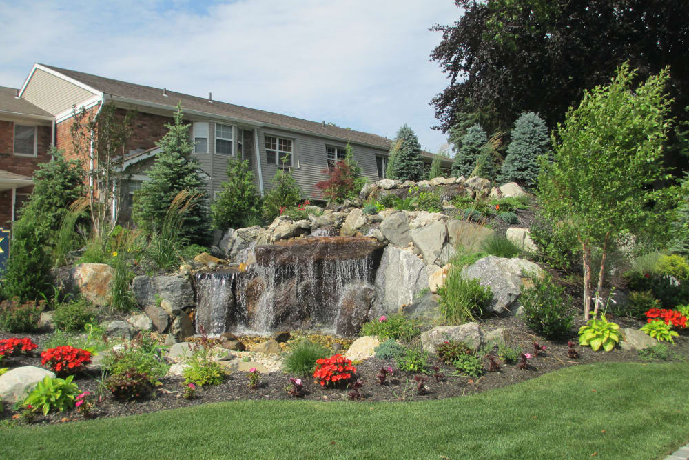 Lush landscaping at Eagle Rock Apartments at Woodbury in Woodbury, New York