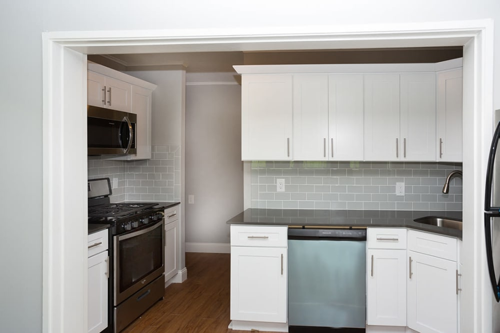 Fully equipped kitchen at Cortlandt Ridge in Ossining, New York