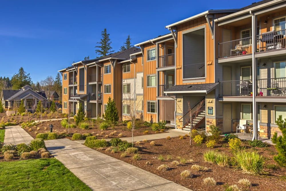 Bright beautiful exterior with a manicured walkway at Vue Issaquah in Issaquah, Washington