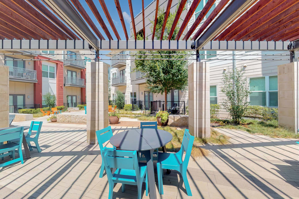Courtyard with patio seating at 5th Street Crossing City Center in Garland, Texas