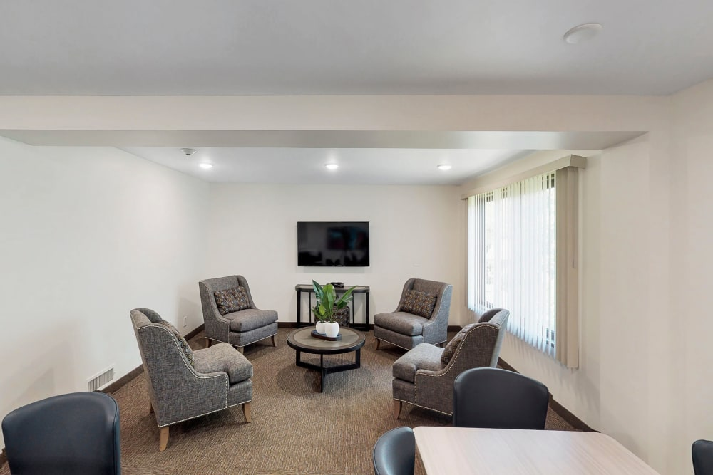 Community room at Oaks Braemar in Edina, Minnesota