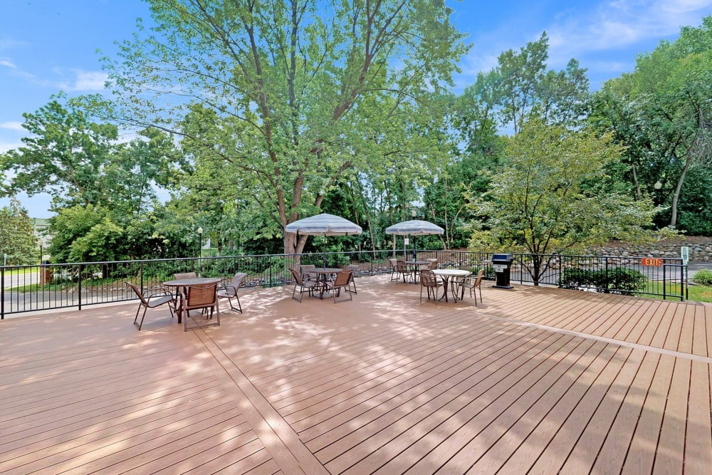 Sundeck with patio seating at Oaks Braemar in Edina, Minnesota