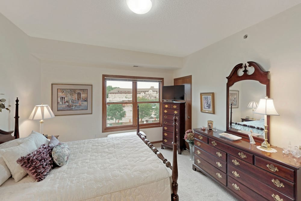 Master bedroom at Oaks Glen Lake in Minnetonka, Minnesota