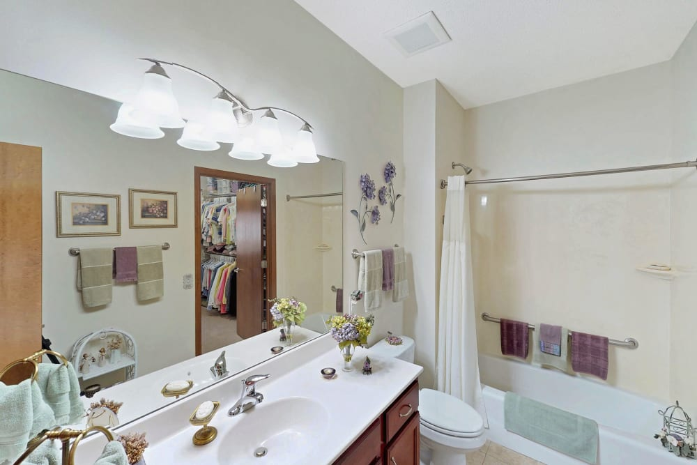 Bright bathroom at Oaks Glen Lake in Minnetonka, Minnesota