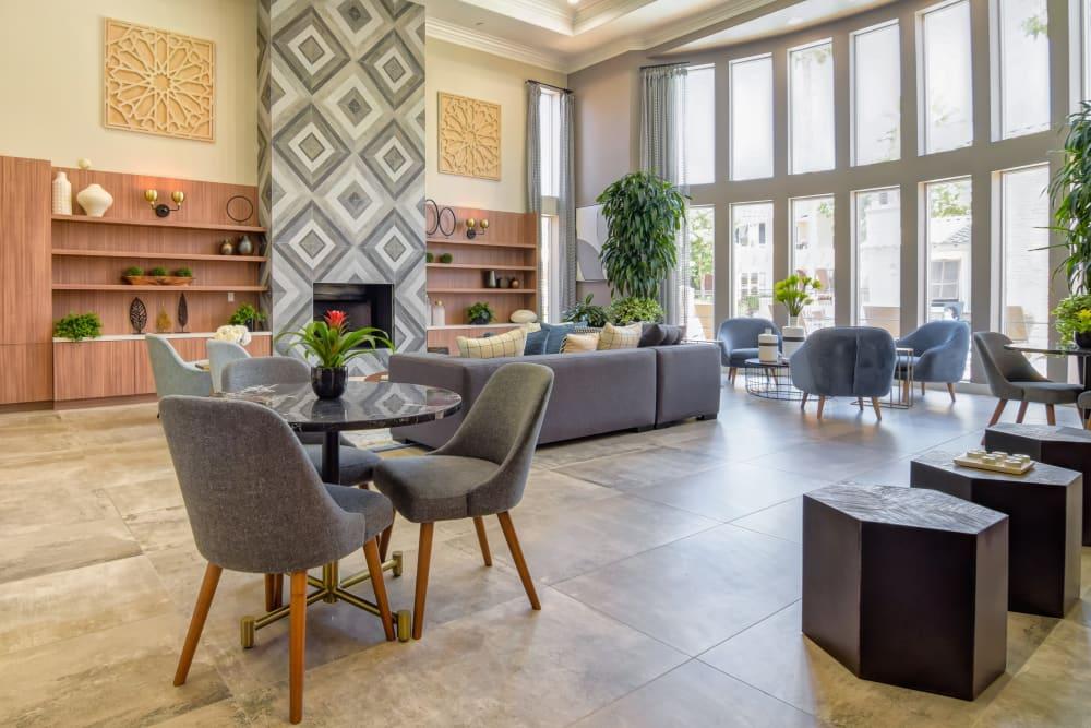 Resident lounge with plenty of seating at Sofi Shadowridge in Vista, California
