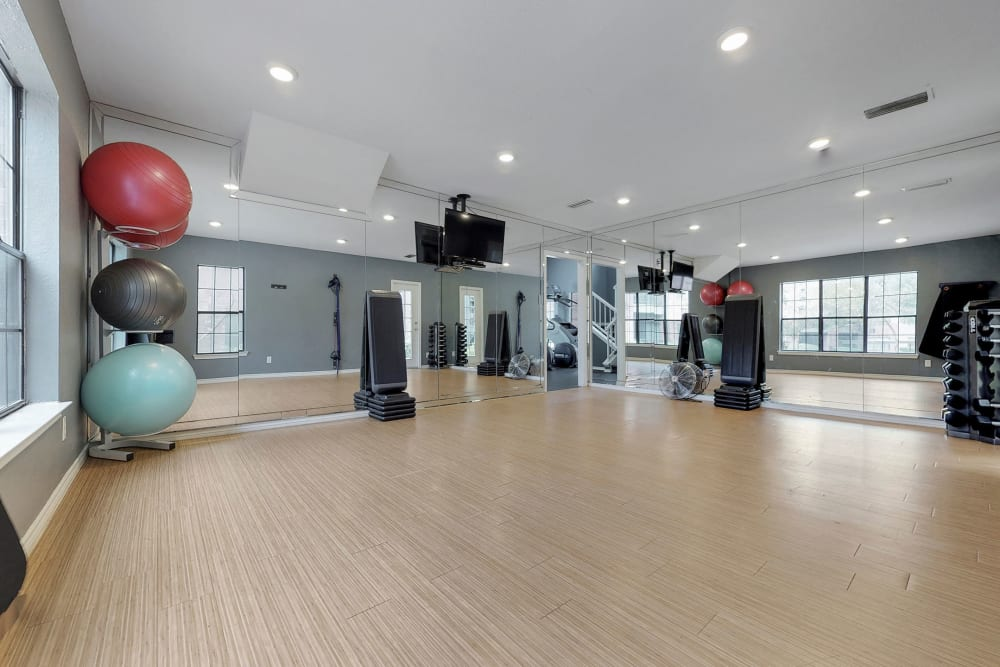 24-hour fitness center at Oaks Hackberry Creek in Irving, Texas
