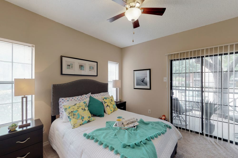 Bedroom with a ceiling fan at Oaks Hackberry Creek in Irving, Texas