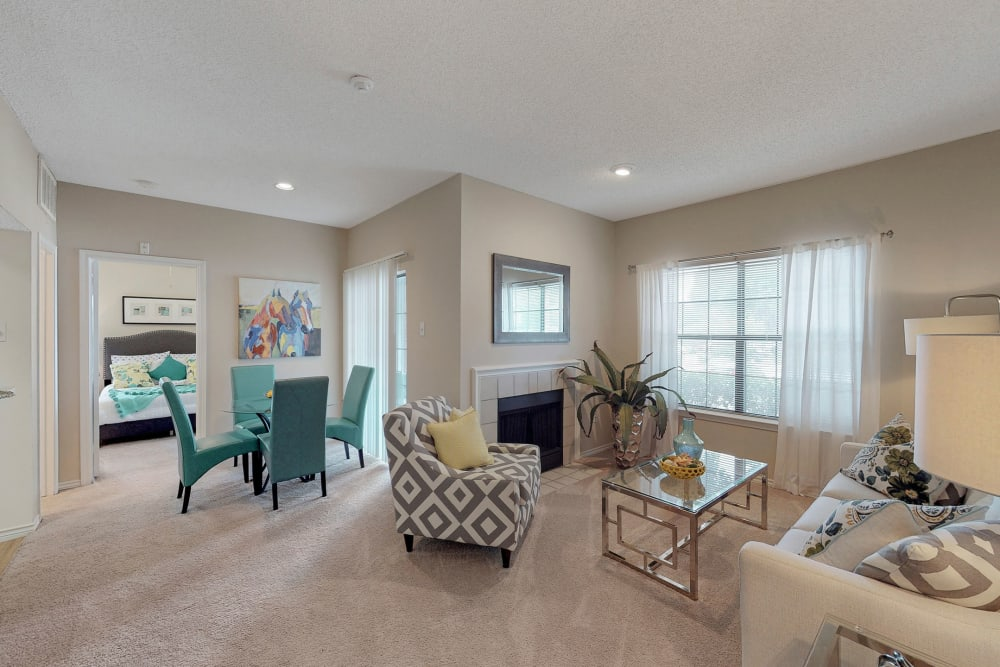 Well decorated living room at Oaks Hackberry Creek in Irving, Texas
