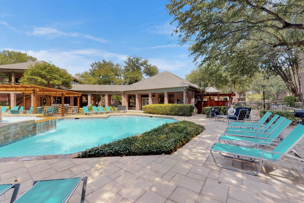 Sparkling swimming pool at Oaks Hackberry Creek in Irving, Texas