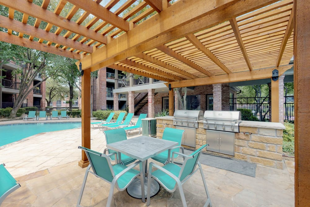 Grill station by the swimming pool at Oaks Hackberry Creek in Irving, Texas