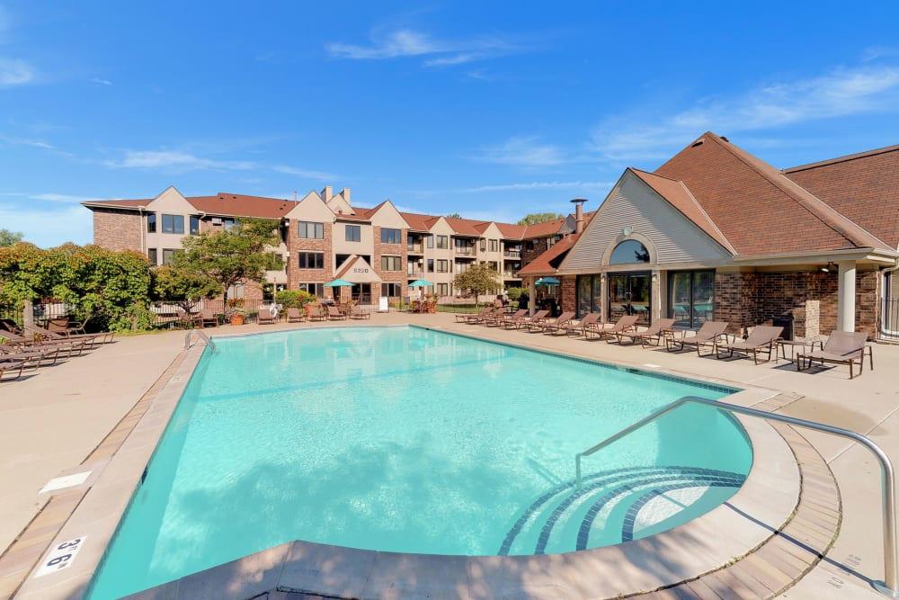 Swimming pool at Oaks Lincoln Apartments & Townhomes in Edina, Minnesota