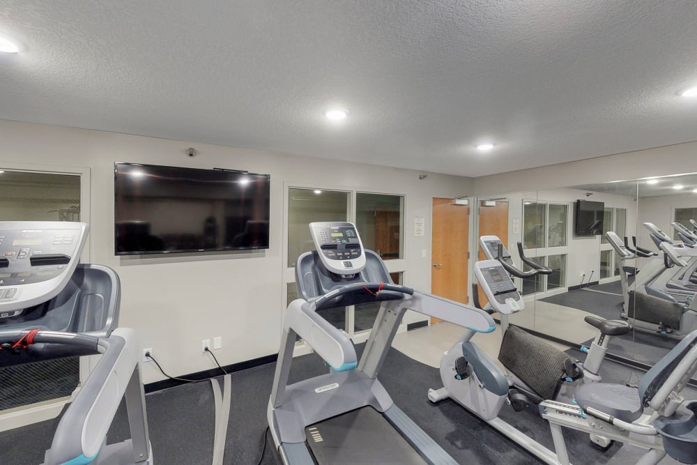 Well equipped fitness center for residents at Oaks Lincoln Apartments & Townhomes in Edina, Minnesota