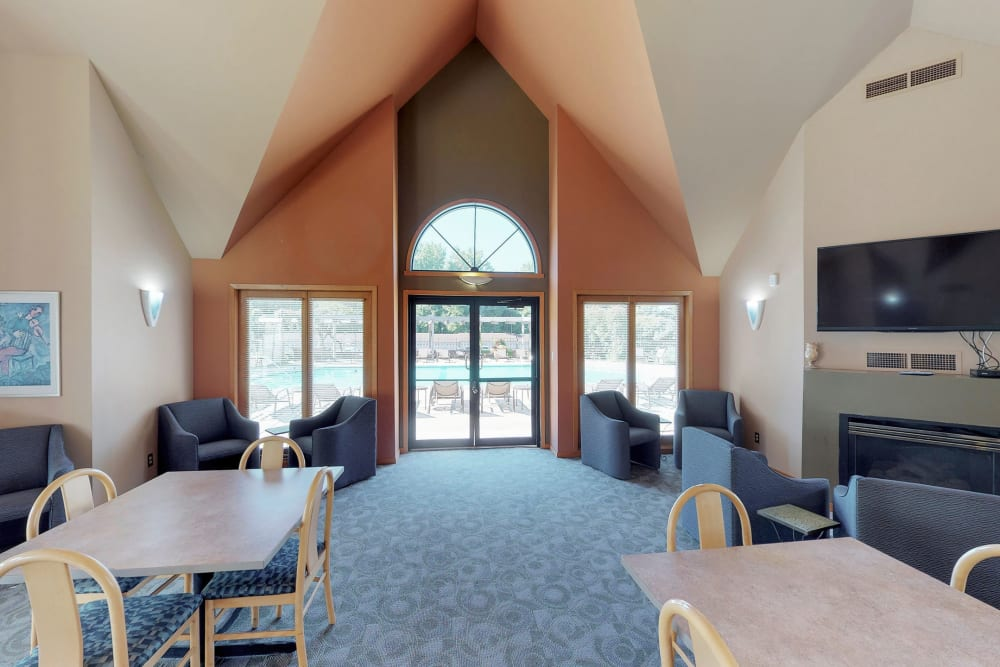 Clubhouse at Oaks Lincoln Apartments & Townhomes in Edina, Minnesota