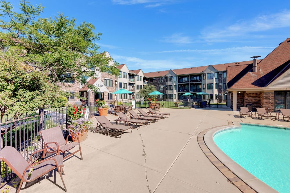 Poolside seating at Oaks Lincoln Apartments & Townhomes in Edina, Minnesota