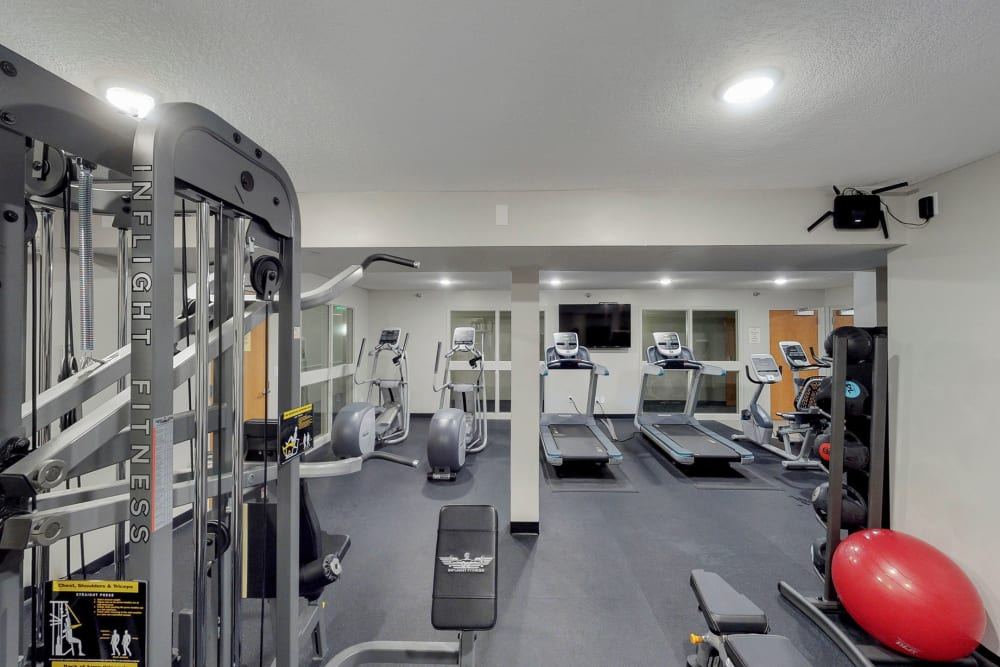 State-of-the-art fitness center at Oaks Lincoln Apartments & Townhomes in Edina, Minnesota