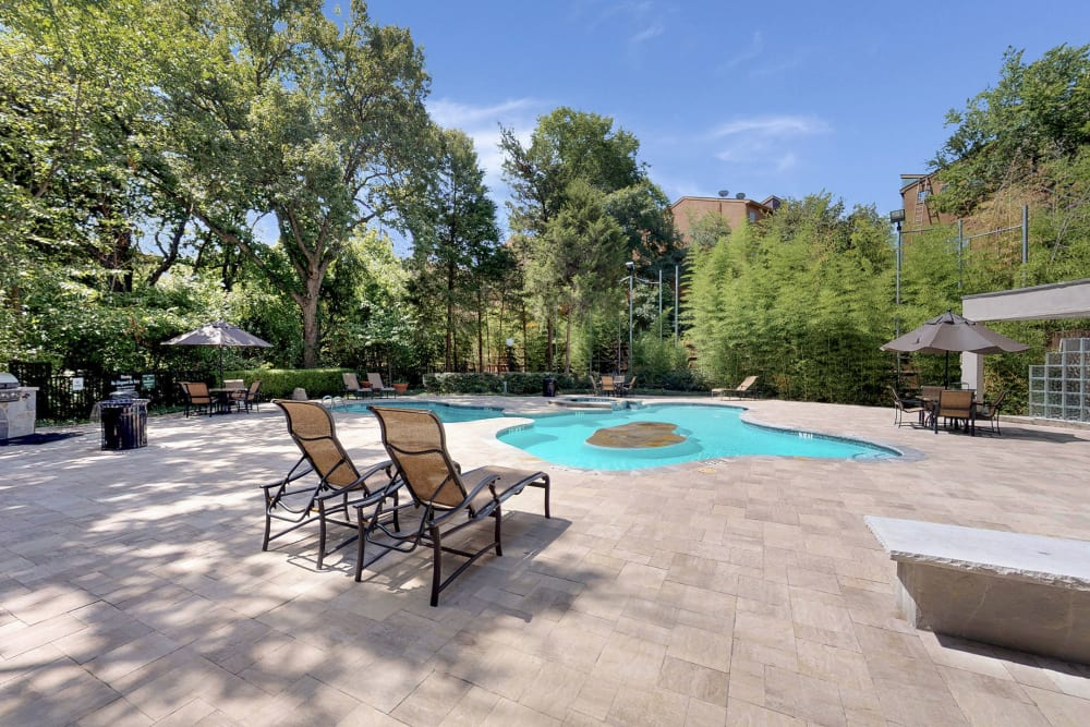 Poolside seating at Oaks White Rock in Dallas, Texas