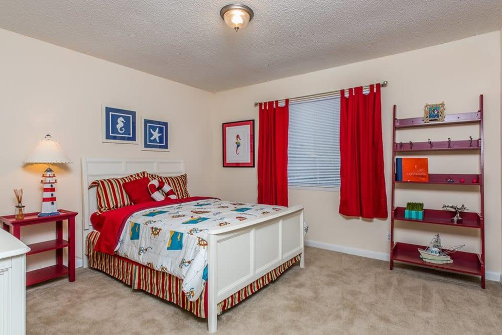 A carpeted apartment bedroom at Reserve at Altama in Brunswick, Georgia