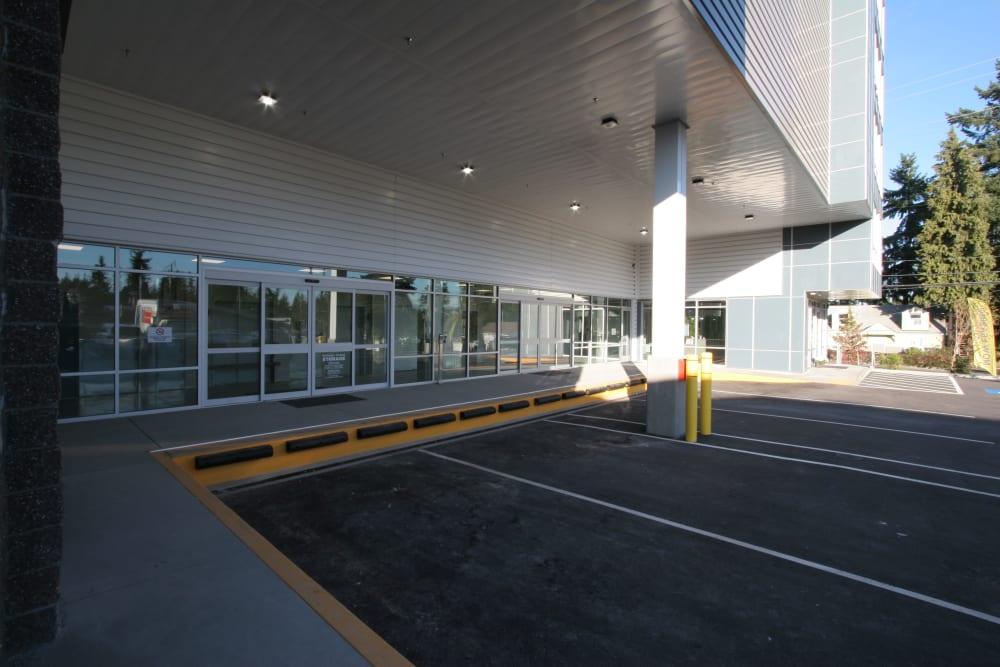 Very large covered loading dock at Ballinger Heated Storage in Shoreline, Washington