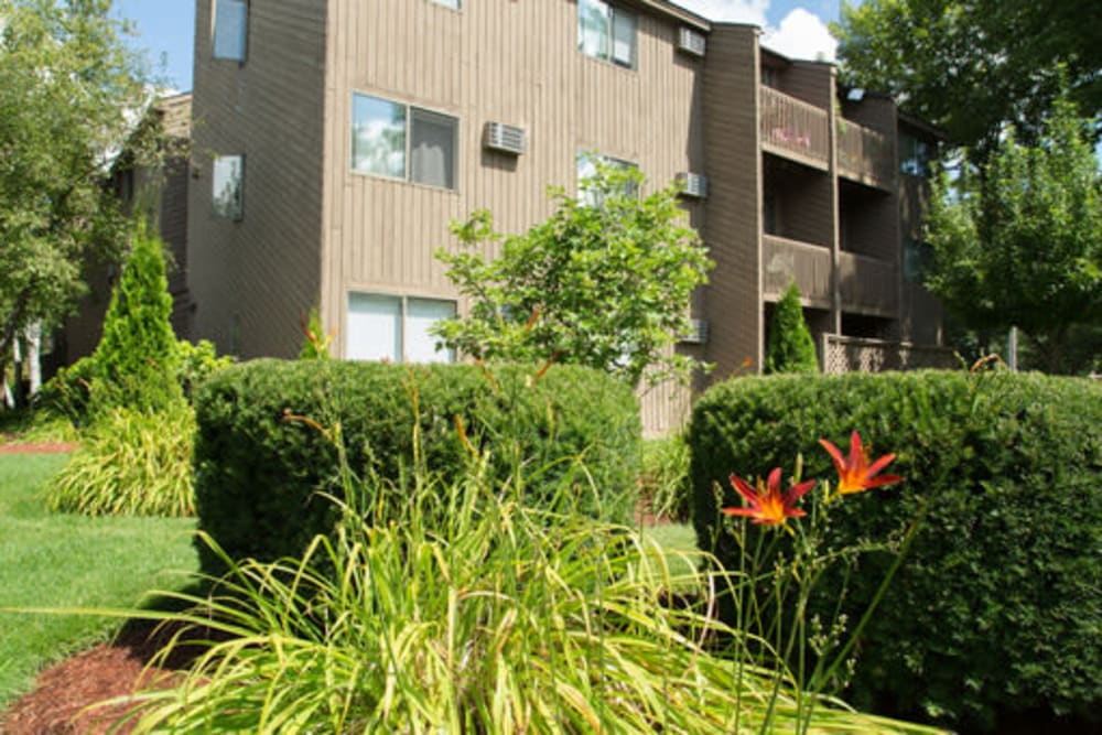Lush landscaping at London Court Apartments in Merrimack, New Hampshire