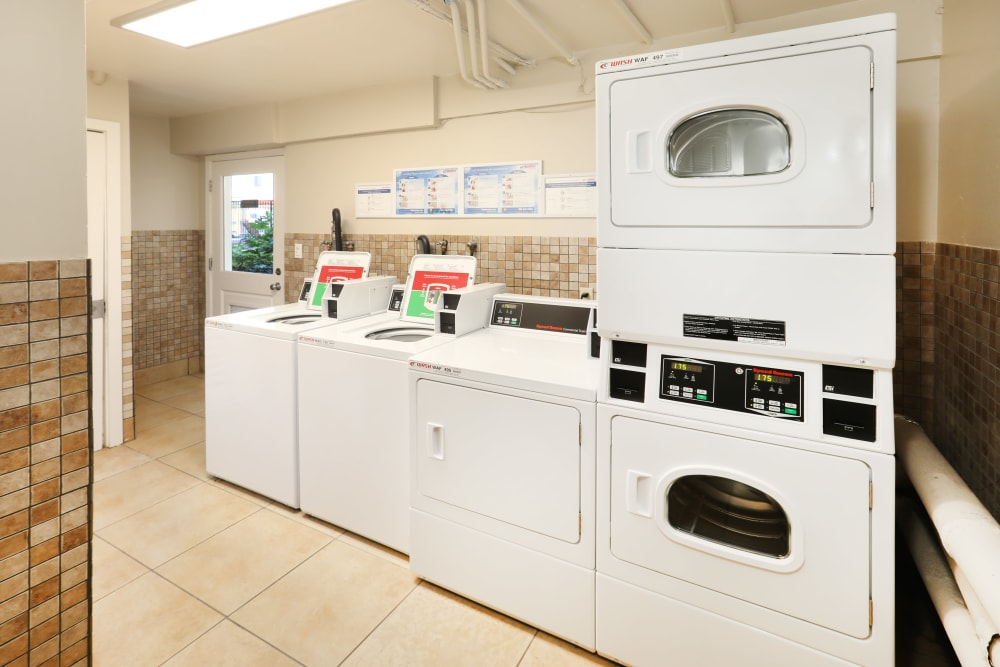 Clean and tidy community laundry room at Sofi Redwood Park in Redwood City, California