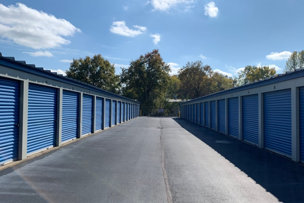 Wide driveways at ElkRidge Storage in Jeffersonville, Indiana