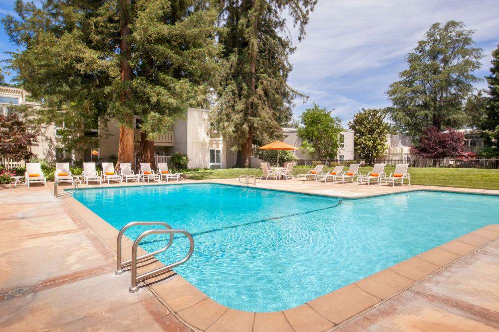 Brookdale Apartments's swimming pool in San Jose, California