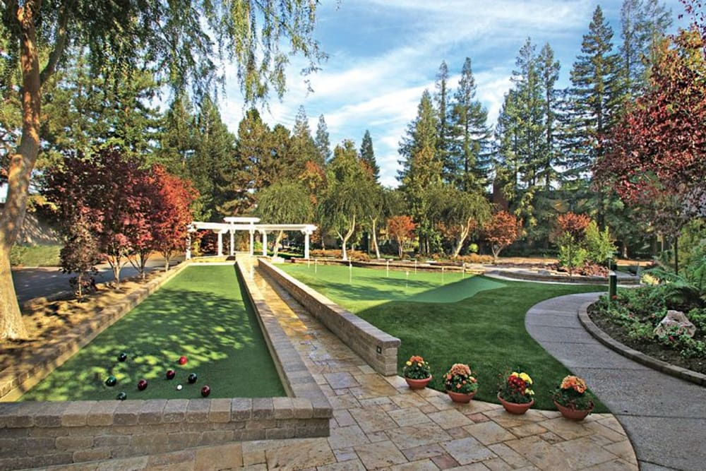 Courtyard at Greendale Apartments in Mountain View, California
