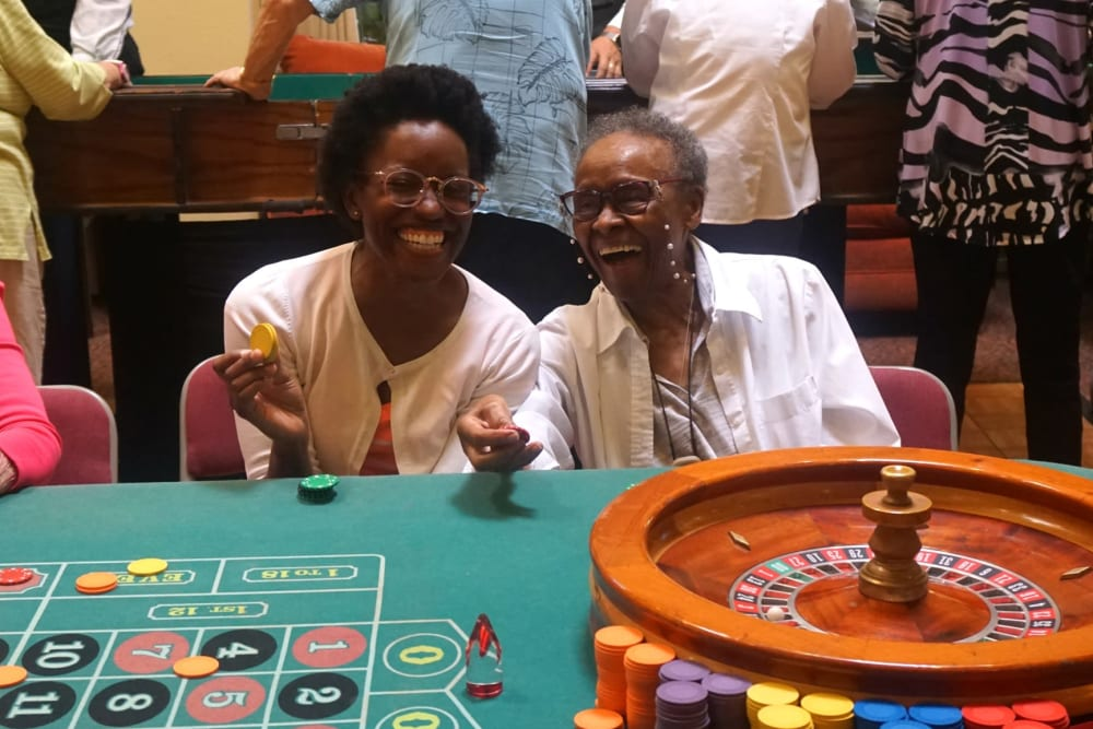 residents playing games at Winding Commons Senior Living