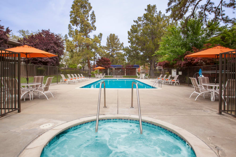 Relaxing amenities at Halford Gardens Apartments in Santa Clara, California