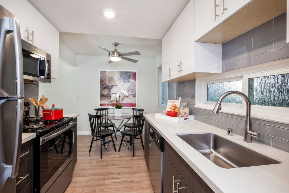 Kitchen amenities at Halford Gardens Apartments in Santa Clara, California